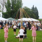 2009 Walkern Fair school maypole2